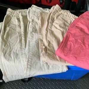 4 Pairs womens khakis. Size 4/6. EUC
